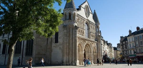 Poitiers : église Notre Dame - centre ville