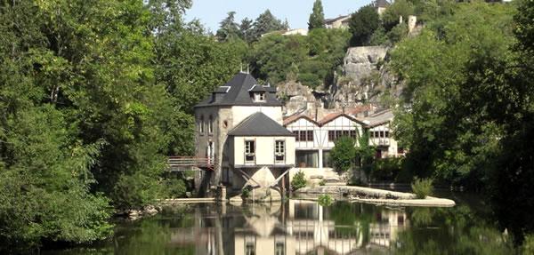 Poitiers : Le Clain dans la verdure
